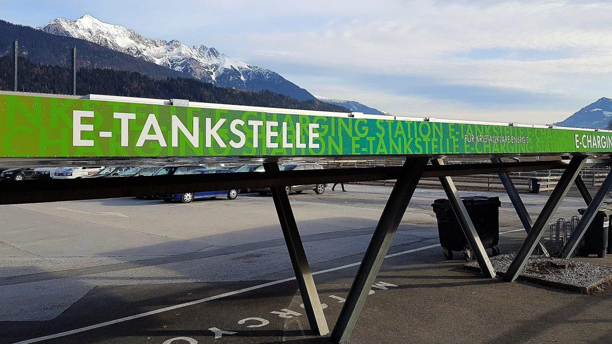 E-Tankstelle als Service bei den Swarovski Kristallwelten (Wattens)